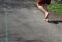TRAININGSPRAXIS LAUFEN: Die Füße auch durch Barfußlaufen stärken