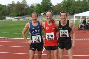 Die drei Schnellsten im Lauf der jüngeren Altersklassen: v.l.n.r.: Karsten Kruck (1.M35/ASV Duisburg), Fabian Borggrefe (1.M45/SV Spergau), Matthias Weippert (1.M40/ Fiko Rostock)