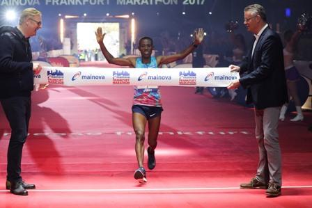 Äthiopier Shure Kitata Tola gewinnt Mainova Frankfurt Marathon