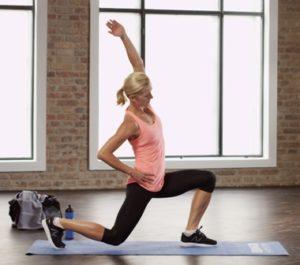 Die Top-Übung für Oberschenkel und Gesäß: Lunges. Ausfallschritte beanspruchen mehrere Muskelgruppen und verbrennen dadurch richtig Kalorien.