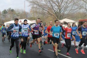 """Um sportliche Meriten ging es beim Straßenlauf """"Rund um das Bayerkreuz"""". Fotos: val"""